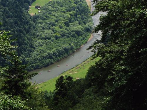 Przełom Dunajca ( widok z podejścia na Trzy Korony )