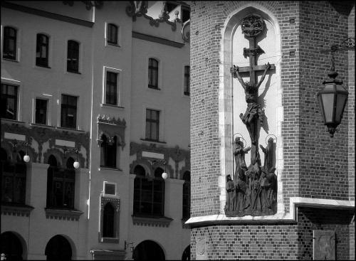 W Krakowie...na zewnątrz Kościoła Mariackiego...
