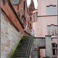 widoczne kolo fortuny,a schody prowadza w dol do Renu. #architektura