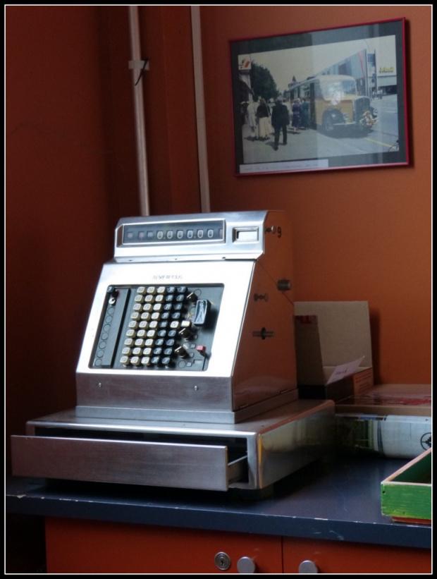 muzeum samochodow-wypatrzylam stara kase. #samochody