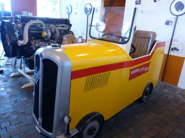 muzeum samochodowjeszcze to auto o malenkich kolach. #samochody