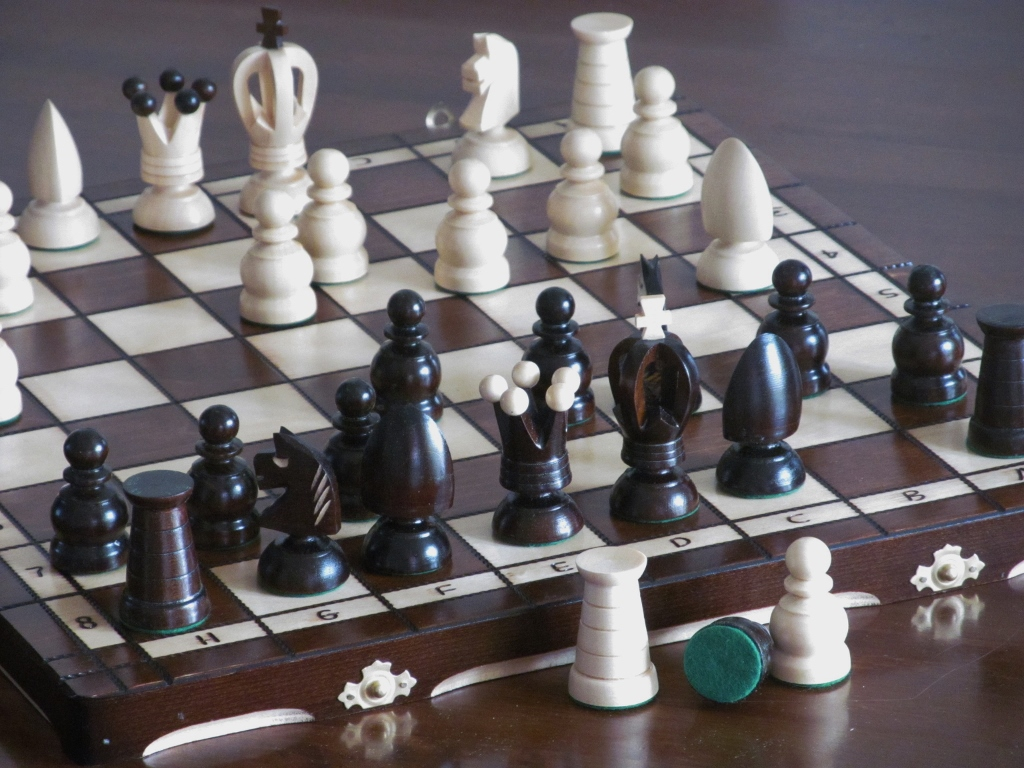 Brand new hand crafted royal wooden chess set 44cm x for Hand crafted chess set