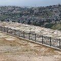Widok na najdroższy cmentarz na świecie - w oddali widoczna strówka Jerozolimy #Izrael #Jerozolima